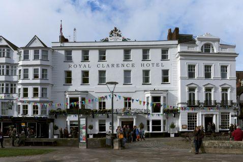 Згоріла одна з найстаріших готелів великої Британії