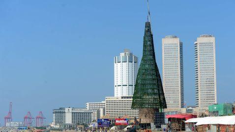 Найвищу в світі різдвяну ялинку встановлено на Шрі-Ланці