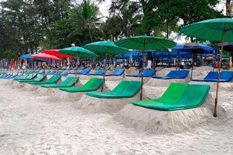 Оригінальні шезлонги з'явилися на пляжі Пхукета