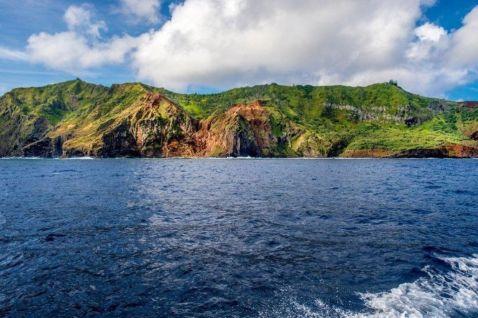 Життя на безлюдному маленькому острові посеред Тихого океану