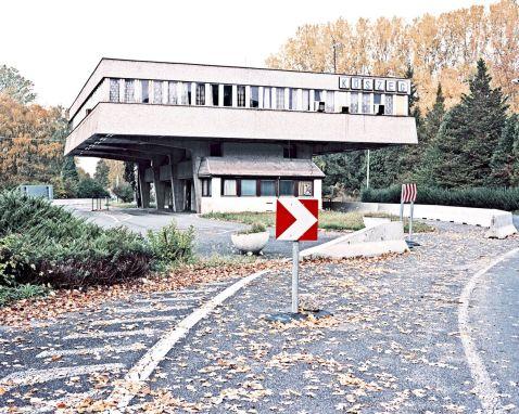 Після Шенгену: 16 фото того, як виглядають занедбані європейські прикордонні пункти