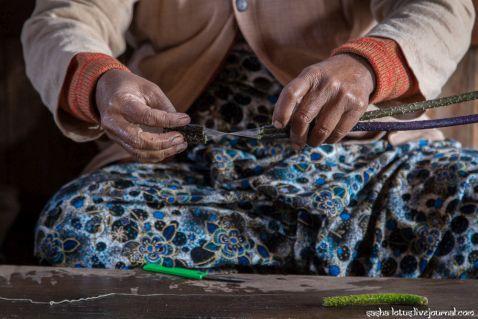 Як у М'янмі створюють одні з найбільш рідкісних і дорогих тканин