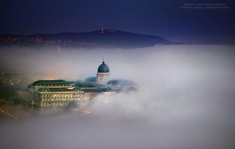 10 фантастичних кадрів прекрасного Будапешта, потопаючого в молочному тумані