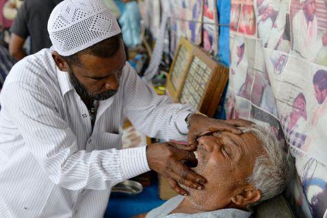 Жесть як вона є. Вуличні стоматологи в Пакистані