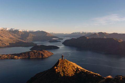 Він подорожує по Новій Зеландії в костюмі Гендальфа і робить просто епічні фото!