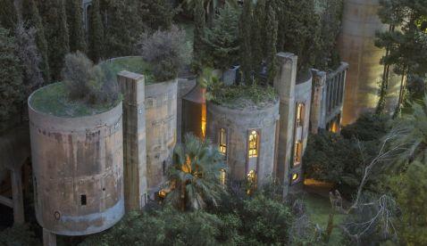 Він перетворив старий цементний завод в свій будинок. Неймовірне перевтілення!