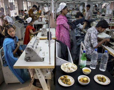 Люди з різних країн світу, показали, що і в якій кількості вони з'їдають за день!