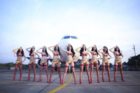 В Росію буде літати лоукостер зі стюардесами в бікіні