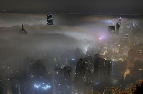 Тумани, які перетворили місця по всьому світу в карколомні містичні картини