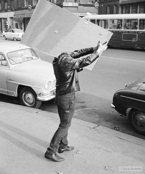 10 гумористичних фото з французьких вулиць 1950-х років від геніального Рене Мальті