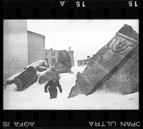 Єврейський фотограф сховав ці фотографії, щоб їх не знайшли нацисти