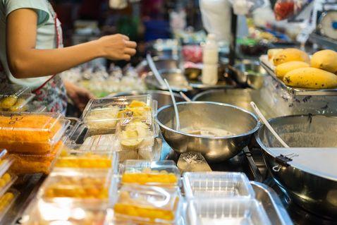 У Бангкоку заборонять вуличну їжу?