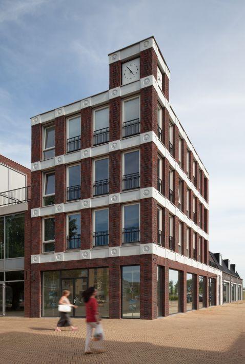 Замість барельєфів — смайлики! Незвичайне будівлю побудували в Нідерландах