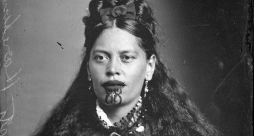Вражаючі портрети жінок з племені маорі, особи яких прикрашені татуюваннями