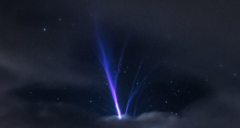 Рідкісні і чудові джет-блискавки, які б'ють в небо, а не в землю