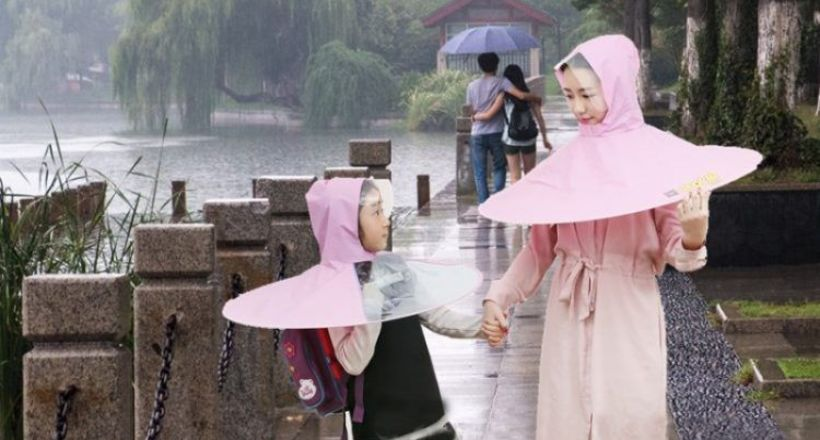 Китайці придумали новий спосіб порятунку від дощу — парасолька-дощовик