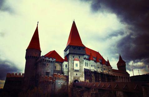 15 вражаючих старовинних замків зі всього світу. Частина 1